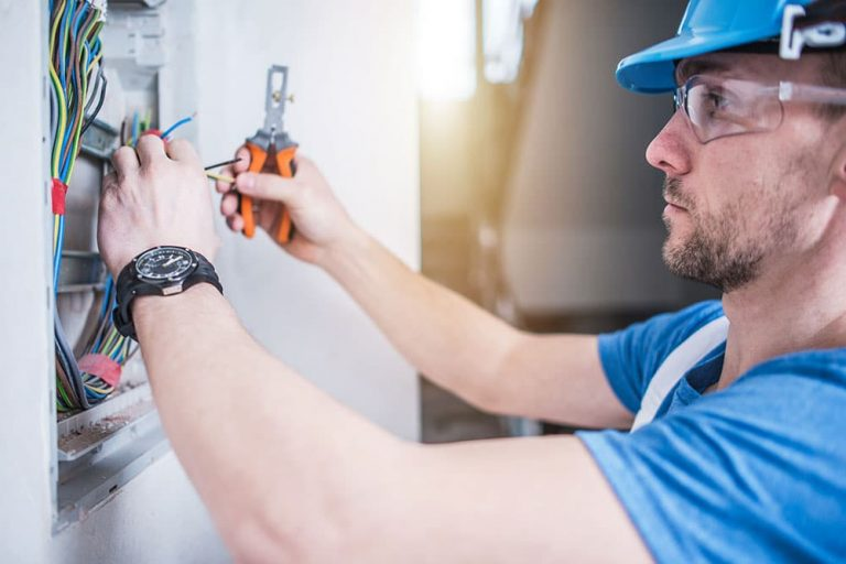 Signs That You Need to Update Your Home's Electrical System